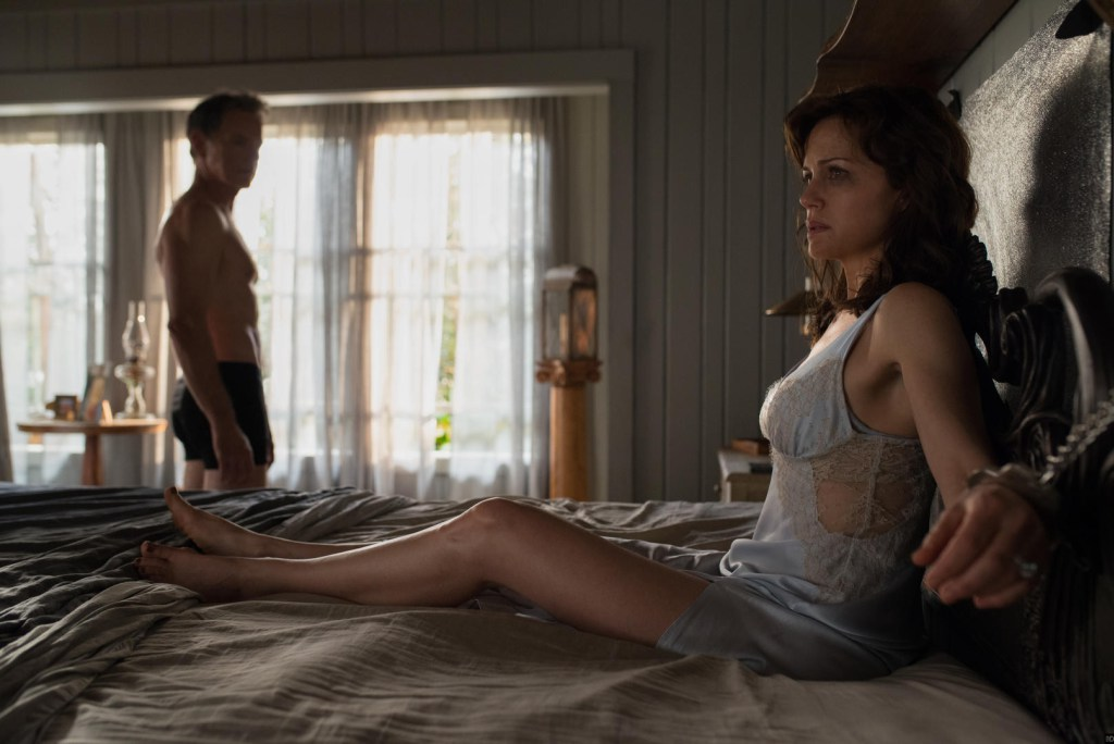 First Image for 'Gerald's Game' is Released - PopHorror